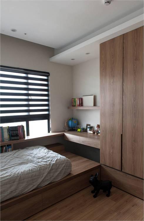 輕工業風:  臥室 by 木皆空間設計