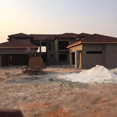 Roofing Stage- Home Almost Complete: modern Houses by Ndiweni Architecture