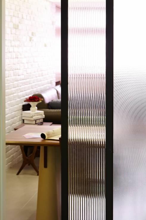 北市 北投 Hsu residence:  廚房 by 双設計建築室內總研所