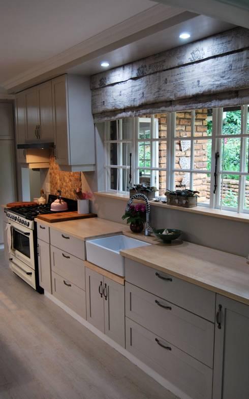 Cocinas de estilo rural por Capital Kitchens cc