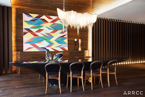 Barcelona Apartment: eclectic Dining room by ARRCC