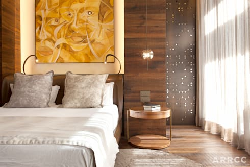 Barcelona Apartment: eclectic Bedroom by ARRCC