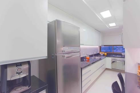 classic Kitchen by Ju Nejaim Arquitetura