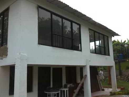 Finca La Arboleda: Casas de estilo rural por EcoDESING S.A.S DISEÑO DE ESPACIOS CON INGENIO