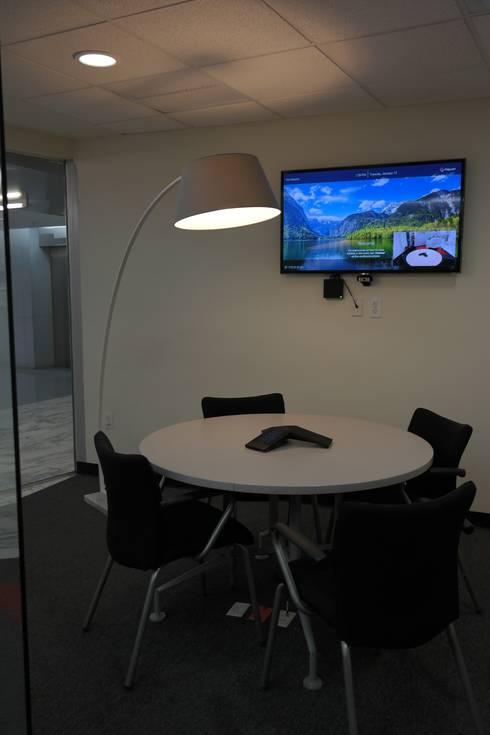Ambientación oficinas Polycom México: Oficinas y tiendas de estilo  por Diseño Distrito Federal