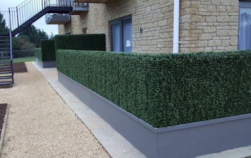 Artificial boxwood hedges for porch space divider:  Balconies, verandas & terraces  by Sunwing Industrial Co., Ltd.