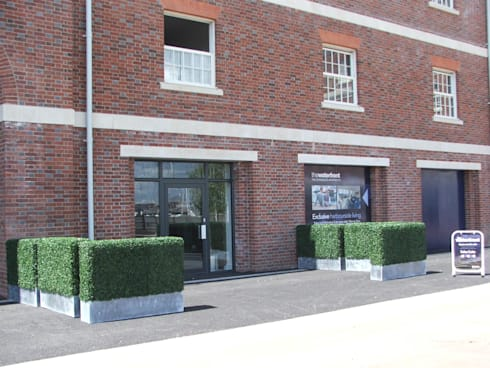 Artificial boxwood hedge space barrier:  Balconies, verandas & terraces  by Sunwing Industrial Co., Ltd.