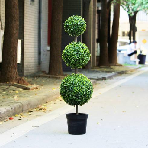 Artificial Spiral Trees: modern Garden by Sunwing Industries Ltd