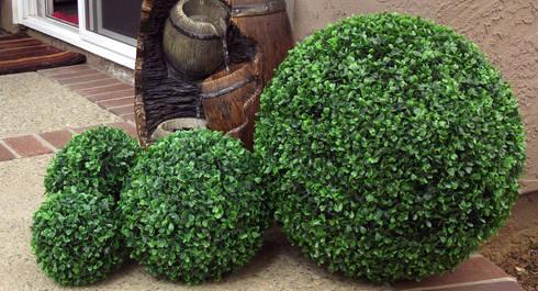 Artificial boxwood balls: modern Garden by Sunwing Industries Ltd