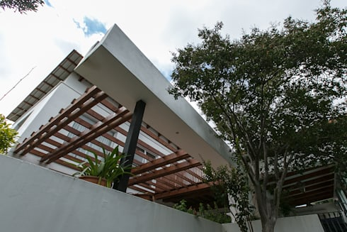 Alteration Close:  Balconies, verandas & terraces  by Architects Of Justice