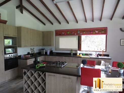 Casa pre fabricada en bogotá: Cocinas de estilo moderno por PREFABRICASA