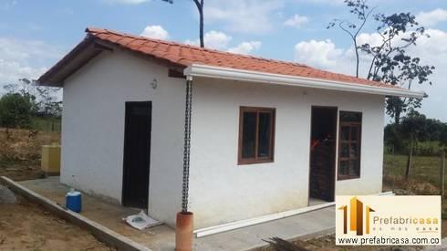 Fachadas: Casas de estilo moderno por PREFABRICASA