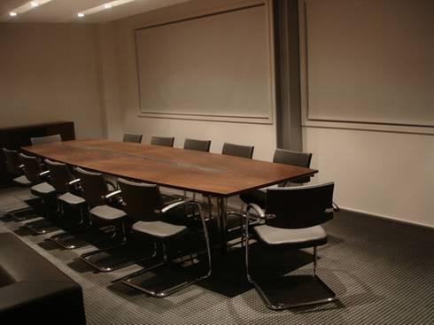 Fábrica de Calçado Eurovilde: Escritórios  por Área77 - arquitectura, engenharia e design, lda