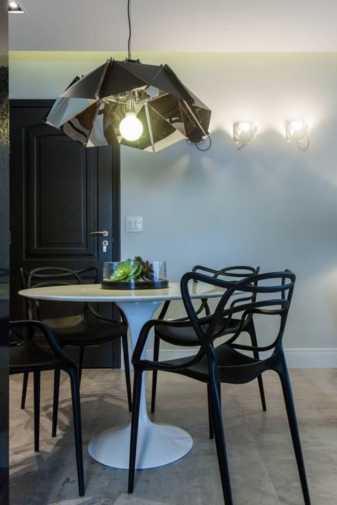 Apartamento Jovem Empresário - SBC: Sala de jantar  por Paula Carvalho Arquitetura