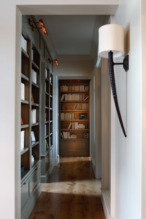 Lakefront Retreat:  Corridor & hallway by Christopher Architecture & Interiors