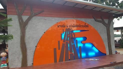 ผาแต้ม & แก่งพิศมัยริเวอร์ไซต์:  พื้นและกำแพง by สถาปนิกสร้างสรรค์