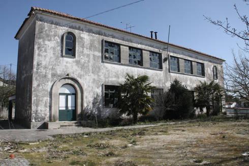 Casa da Cultura Barrosas: Escritórios e Espaços de trabalho  por Gabriela Pinto Arquitetura