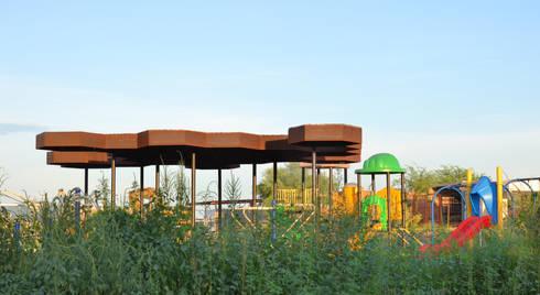 Parque Altares: Jardines de estilo moderno por TABB Architecture