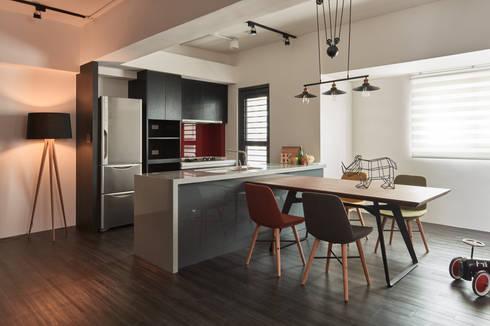 訂製溫暖工業宅,成就單身男子的自在空間:  廚房 by 合觀設計