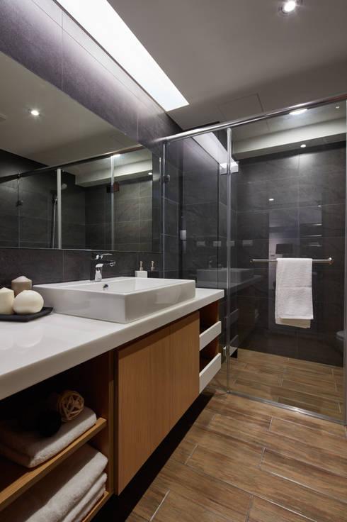 Baños de estilo  por 合觀設計