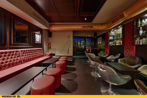 Moodular – Duck&tales cocktail room : Salas de jantar modernas por MOODULAR