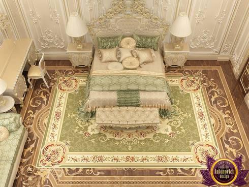 Sumptuous bedroom design of Katrina Antonovich: classic Bedroom by Luxury Antonovich Design