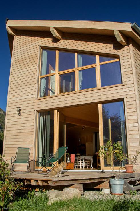 Maison Ossature Bois Pyrénées- PERLES ET CASTELET: Maisons de style de style Moderne par Falco Construction Bois