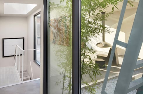 Soho Penthouse:  Corridor & hallway by SA-DA Architecture