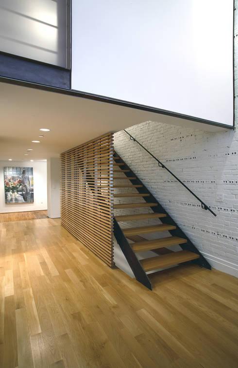 Peabody Loft and Studio:  Corridor & hallway by SA-DA Architecture