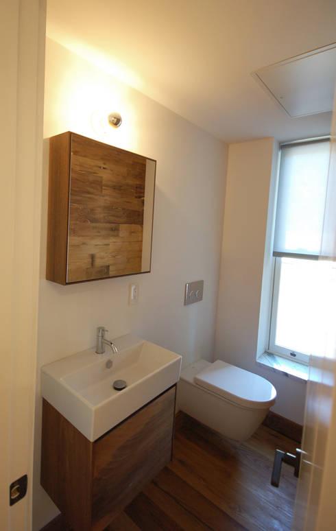 Brooklyn Brownstone:  Bathroom by SA-DA Architecture
