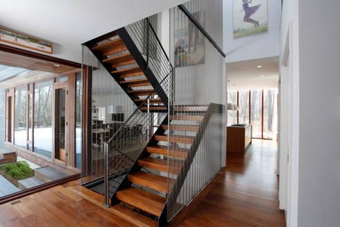 Lansbury Residence:  Corridor & hallway by SA-DA Architecture