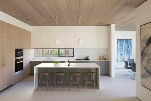 The Lantern House: modern Kitchen by Feldman Architecture