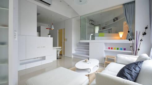 小坪數大空間之16坪純淨簡約溫馨宅:  客廳 by 瓦悅設計有限公司