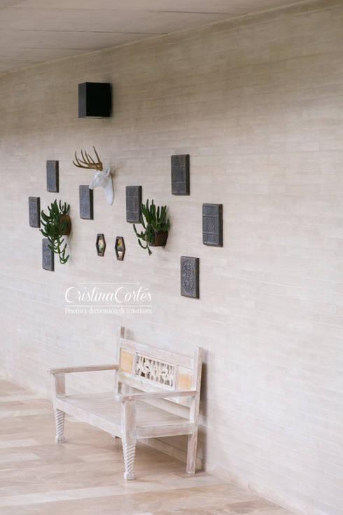 Pasillo: Vestíbulos, pasillos y escaleras de estilo  por Cristina Cortés Diseño y Decoración