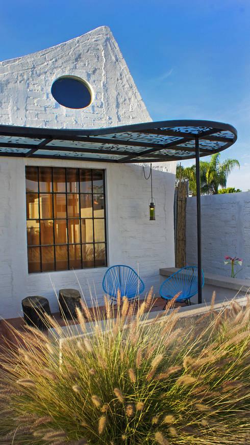 Casa Clemente - Juan Carlos Loyo Arquitectura: Casas de estilo  por Juan Carlos Loyo Arquitectura