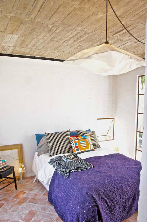 Casa Clemente - Juan Carlos Loyo Arquitectura: Recámaras de estilo moderno por Juan Carlos Loyo Arquitectura