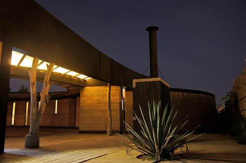 Casa Estudio Sabinos - Juan Carlos Loyo Arquitectura: Casas de estilo clásico por Juan Carlos Loyo Arquitectura