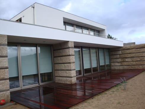 Alçado: Casas modernas por Área77 - arquitectura, engenharia e design, lda