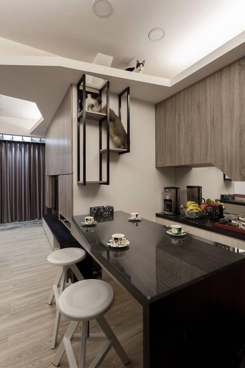 居家工作室:  餐廳 by Green Leaf Interior青葉室內設計
