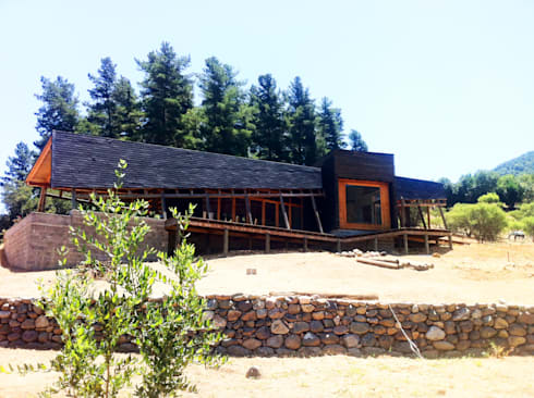 Cabaña Olmué_elevación oriente_alejandra corral_arquitectura: Casas de estilo moderno por Alejandra Corral - Arquitectura