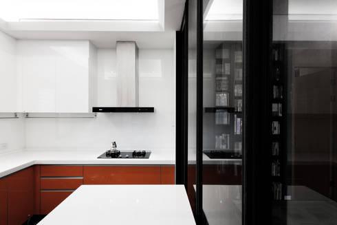 BRAVO INTERIOR DESIGN & DECO    SIMPLY STYLE:  廚房 by 璞碩室內裝修設計工程有限公司