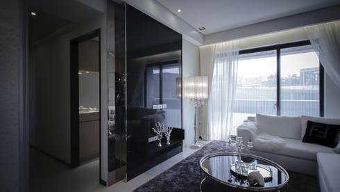 BRAVO INTERIOR DESIGN & DECO    LUX STYLE:  客廳 by 璞碩室內裝修設計工程有限公司