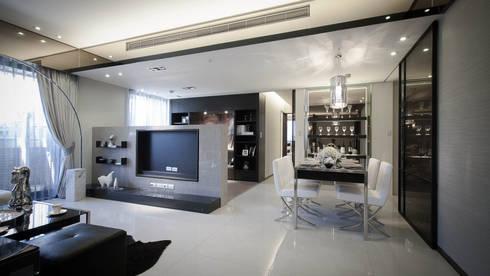 BRAVO INTERIOR DESIGN & DECO    CHIC II STYLE:  客廳 by 璞碩室內裝修設計工程有限公司