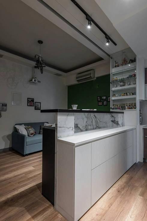 新北市新店區湯泉-汪公館:   by 森叄室內裝修設計有限公司