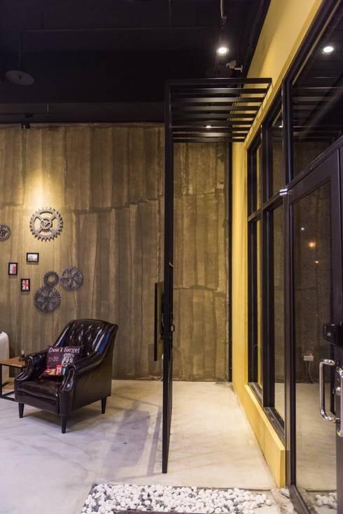 黑晶&森叁室內設計-林口總店:   by 森叄室內裝修設計有限公司
