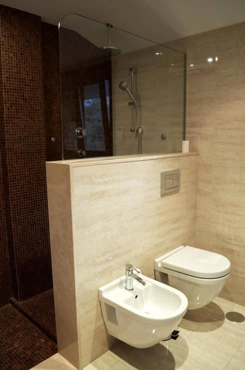 Baños de estilo  por Intra Arquitectos