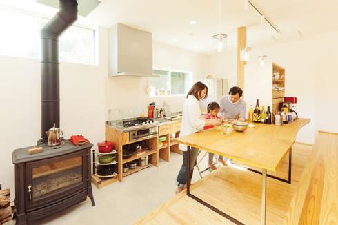 ห้องครัว by 株式会社 建築工房零