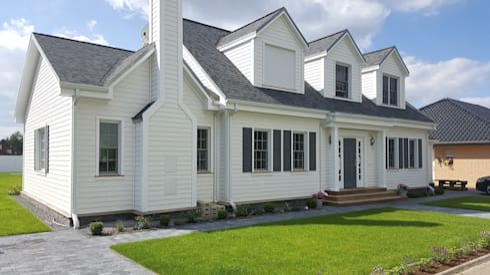 GEORGE L front alternate: landhausstil Häuser von THE WHITE HOUSE american dream homes gmbh