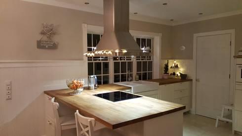 GEORGE L Küche: landhausstil Küche von THE WHITE HOUSE american dream homes gmbh