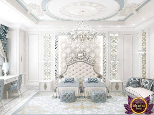   Master bedroom design of Katrina Antonovich: classic Bedroom by Luxury Antonovich Design